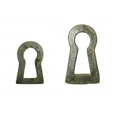 Kulcslyuk lemez, sárgarézből, patinásított